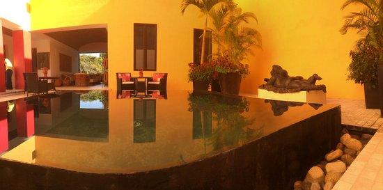 Villa Azalea - Luxury B&B: Patio & Lounge - Also has tables for breakfast or dinner