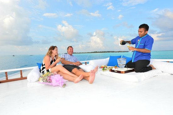Taj Exotica Resort & Spa: Highly reccommend the sunset cruise, take a jumbo cocktail or some champagne with you.