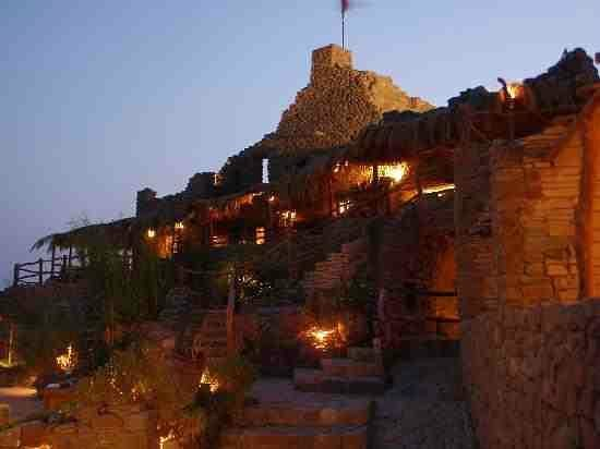 Castle Zaman: Night view of the castle