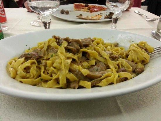 Ristorante La Ruota : fettuccine ai funghi, very good !!