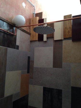 Brody House: Ludo Room rainfall shower