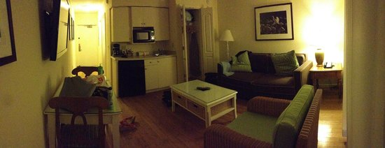Sanibel Inn: living room area of the suite