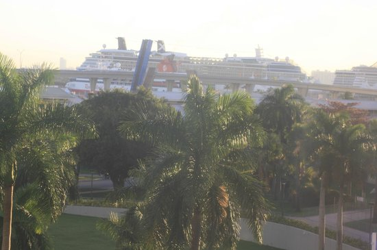 YVE Hotel Miami: View of cruise ships from our room
