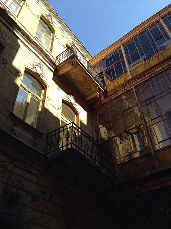 Brody House: Internal courtyard
