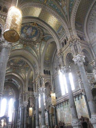 Basilique Notre Dame de Fourviere: Interior de la basílica.