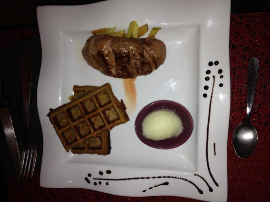 Soledad: Filet de canette, gaufre de pomme de terre, sorbet pomme roquefort