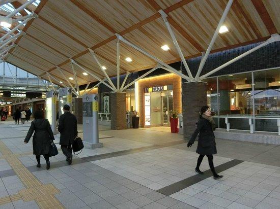 Sun Station Terrace Okayama: 西口方面の入り口