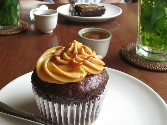 Localista: Chocolate Cupcake with Salted Caramel Buttercream Icing