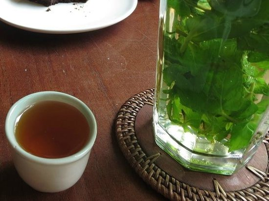 Rio Helmi Gallery and Cafe: Fresh Mint Tea with Honey