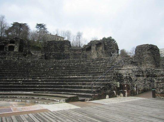 Amphithéâtre des trois Gaules : Vista del recinto.