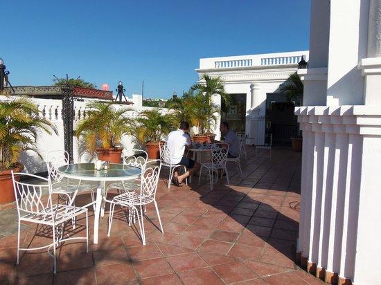 Antiguo Hotel Europa: Terraço onde é servido o café da manhã