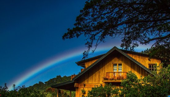 Hotel Belmar: Rainbow over the main lodge