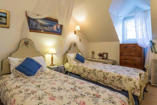The Ambers Luxury B&B: The Santorini Room in the attic suite