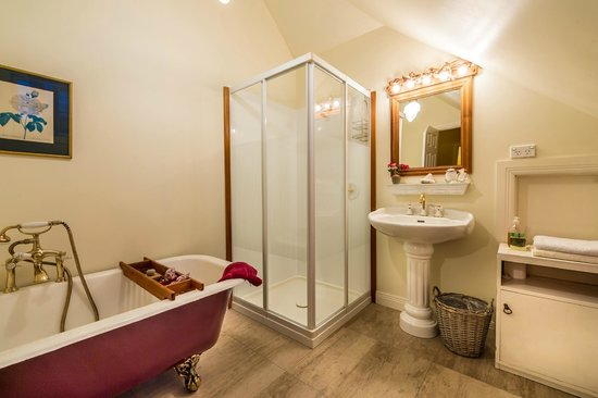 The Ambers Luxury B&B: The Attic Bathroom with a Claw-foot bath