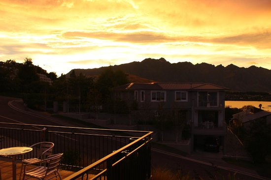 Alexis Queenstown Motor Lodge and Apartments: Sunrise in Queenstown