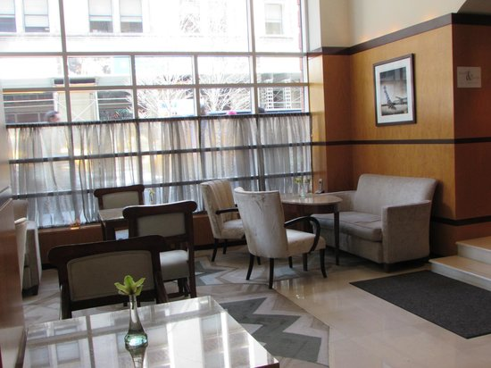 Hotel Giraffe by Library Hotel Collection: Breakfast Area/Lounge