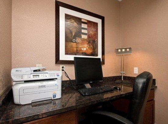 Best Western Mt. Pleasant Inn: Business Center