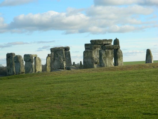 Golden Tours - Day Tours: Stonehenge - the day just happen to be clear and sunny!