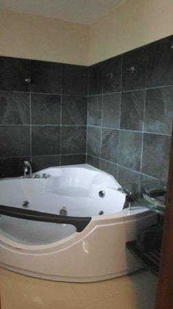 Zen Boutique Apart Hotel: el baño con yacuzzi