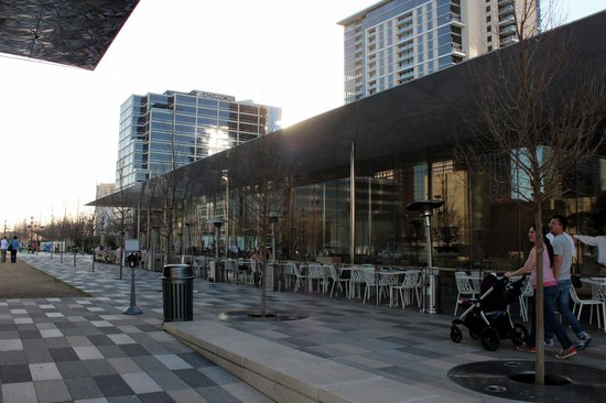 Klyde Warren Park - The Cafe