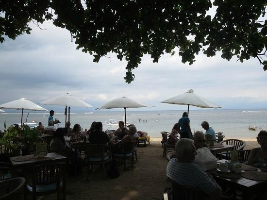 Luhtu's Coffee Shop: View from our table to the beach