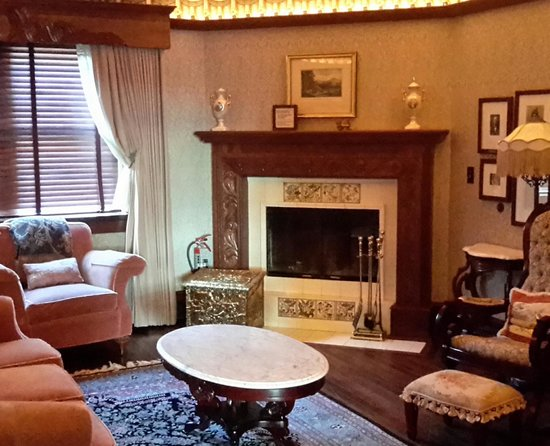 Hotel Pattee : fireplace room