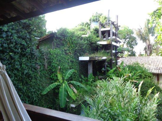 Hotel Solar do Imperador : Vista da sacada do ap. 13-Fonte no jardim.
