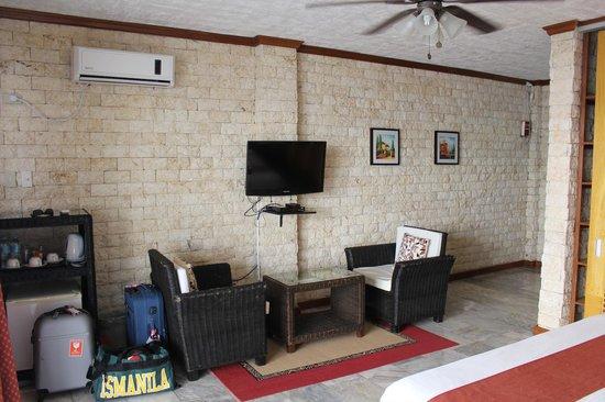 Eden Resort: A/C, ceiling fan, sitting area, TV Room 9