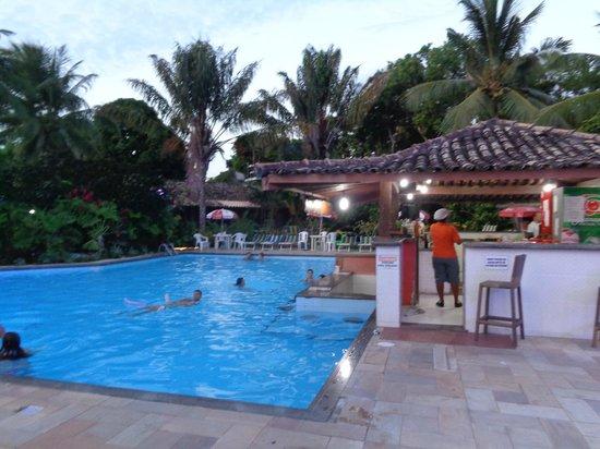 Hotel Solar do Imperador : Piscina com bar estilo hotéis do Caribe. Final do dia.