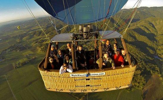 Napa Valley Aloft Balloon Rides: floating around