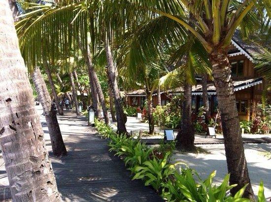 Sandoway Resort: Front beach