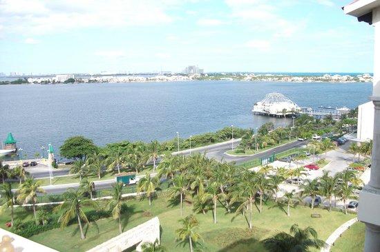 Grand Park Royal Cancun Caribe: Vista da sacado do apto