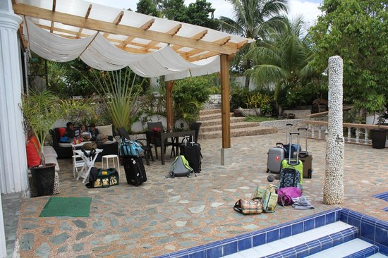 Eden Resort: Rest area near pool & dining areas