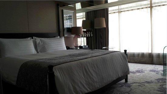 Hotel Indonesia Kempinski: Kind Size Bed