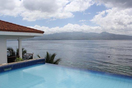 Eden Resort: View from pool edge