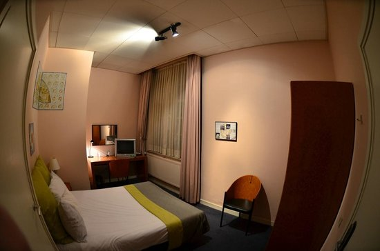 Best Western Museumhotels Delft: Tiny Room! (note: Taken With Wide Angle