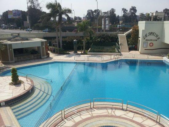 Mercure Cairo Le Sphinx : piscine extérieure