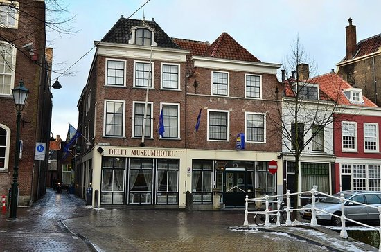 Best Western Museumhotels Delft: Outside the building looks really good, typical old Dutch!
