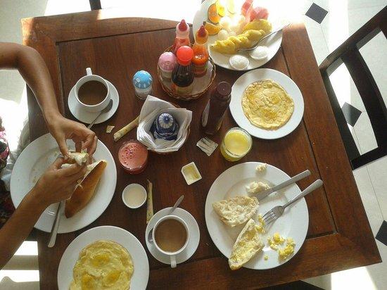 Golden River Hotel: Desayuno del hotel.