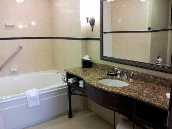 Drury Plaza Hotel San Antonio Riverwalk: 2 person jacuzzi