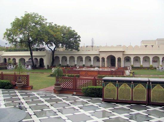 The Raj Palace Grand Heritage Hotel: courtyard
