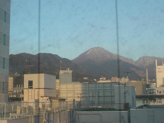Beppu Station Hotel : 別府のシンボル「鶴見岳」が望めます。