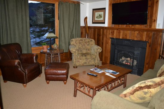 The Whiteface Lodge: Living room with gas fireplace