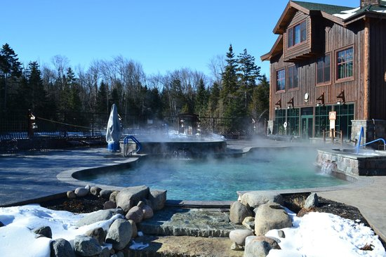 The Whiteface Lodge: Heated indoor/outdoor pool and hot tub...toasty warm even in winter