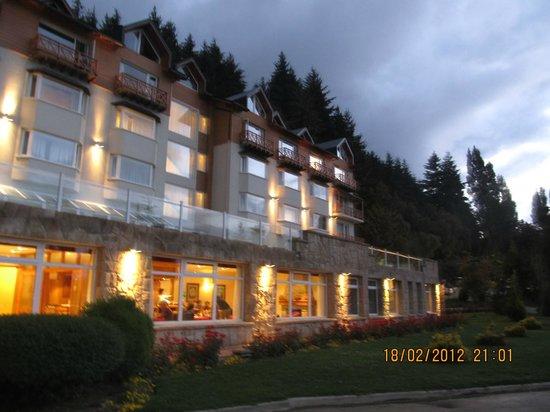 Hotel Villa Huinid Bustillo : Frente del hotel