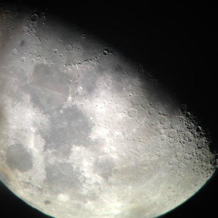 Haleakala Crater: 下山中に自分のiphoneで撮った月(唯一のお土産)