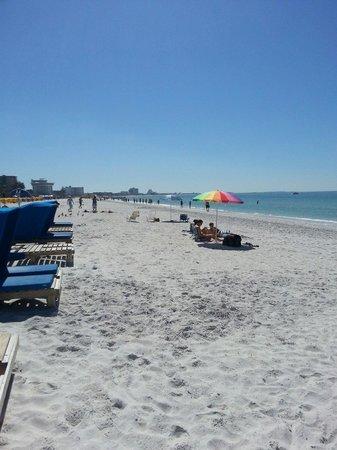 Howard Johnson Resort Hotel - ST. Pete Beach FL: Great beach
