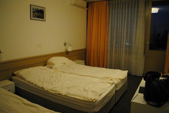 Krim Hotel: Vista della camera tipo superior al 4° piano.