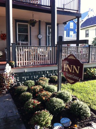 The Inn at Ocean Grove : Our lovely front porch