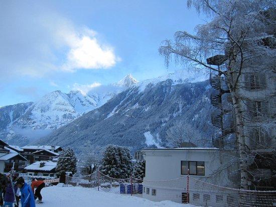 Club Med Chamonix Mont-Blanc: ホテルの前庭の様子